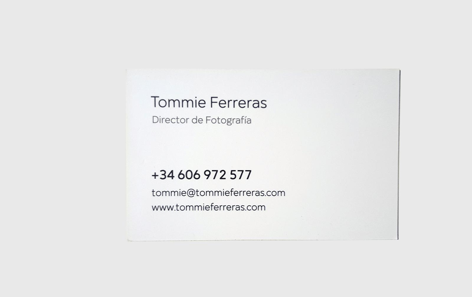 Reverso de la tarjeta de visita de Tommie Ferreras